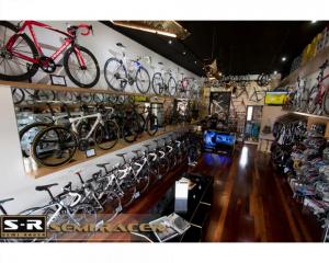 Advanced Display Systems | Retail Shop Display